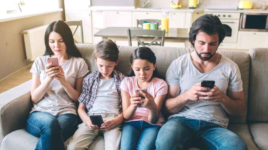 family-phones-1280